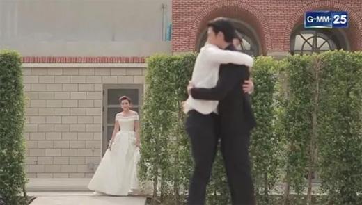 Phim vợ đánh ghen nam tình nhân của chồng gây bão màn ảnh Thái