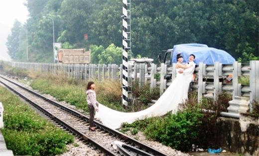 Thậm chínhững đoạn đường ray tàu hỏa cũng được trưng dụng...(Ảnh: Internet)