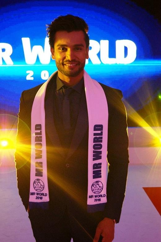 Rohit Khandelwallà người Ấn Độ đầu tiên giành chiến thắng danh hiệu Nam vương Thế giới.