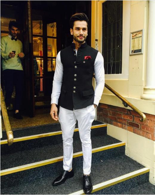 Thời trang là một trong những điều khiến cho Nam vương Ấn Độ nổi bật hơn các thí sinh khác.