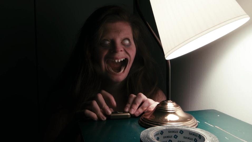 Trong Lights Out, đạo diễn đã rất thành công trong việc tạo hình nhân vật phản diện.