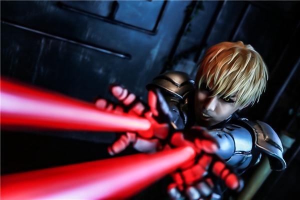 2. Người máy Genos là một trong những kẻ mạnh nhất nhì bộ truyện về thánh phồng tôm Saitama.