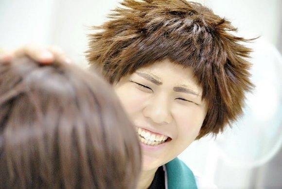 7. Nhìn nụ cười kia, chắc đang thấy trai đẹp gái xinh đây mà.