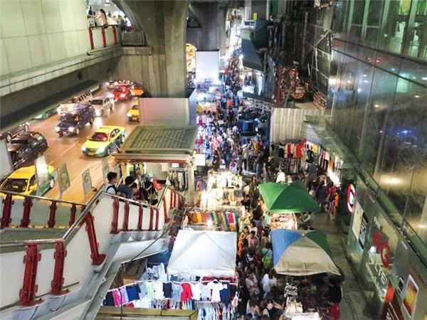 Chợ đêm Siam.(Ảnh: Ladyironchef)