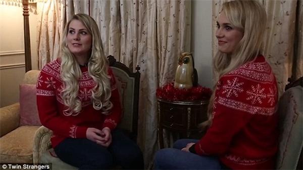 """""""2 chị em"""" đã rất sung sướng khi tìm thấy nhau."""