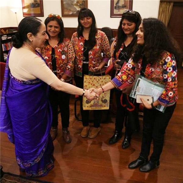Cuộc gặp gỡ Cao ủy Ấn Độ tại điểm kết thúc hành trình - Singapore. (Ảnh Internet)