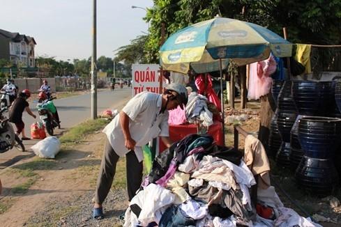 Quầy quần áo miễn phí được mở vào mỗi Thứ 4, Thứ 7 hàng tuần tại Quận 2, TPHCM.