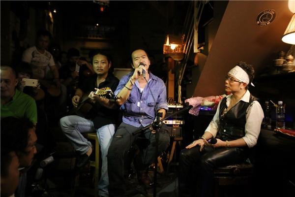 Jimmii Nguyễn mở màn bằng bài hát Người nóikhiến tất cả khán giả phải ồ lên, vì đã rất lâu rồi họ mới được nghe những âm điệu từ bài hát đó do chính thần tượng của mình cất lên.