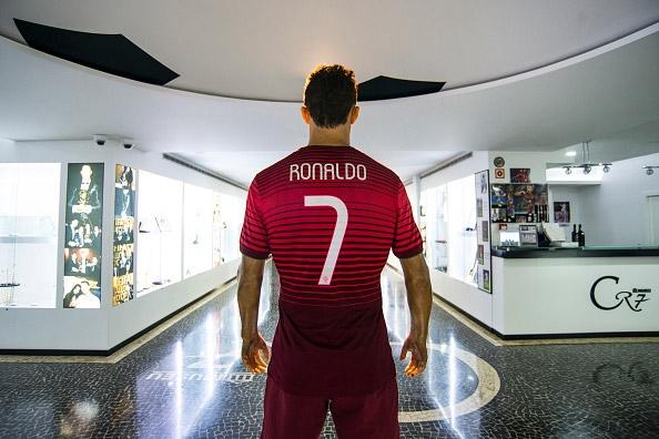 Mê mẩn khách sạn sang trọng và bảo tàng vạn người mơ của Ronaldo