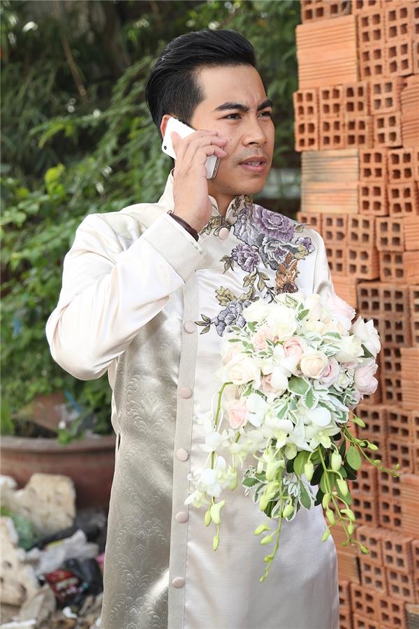 Thanh Bình liên tục bận rộn với những cuộc điện thoại - Tin sao Viet - Tin tuc sao Viet - Scandal sao Viet - Tin tuc cua Sao - Tin cua Sao