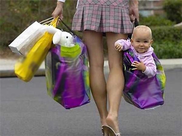 Mẹ hay cho mình đi mua sắm như thế đấy.