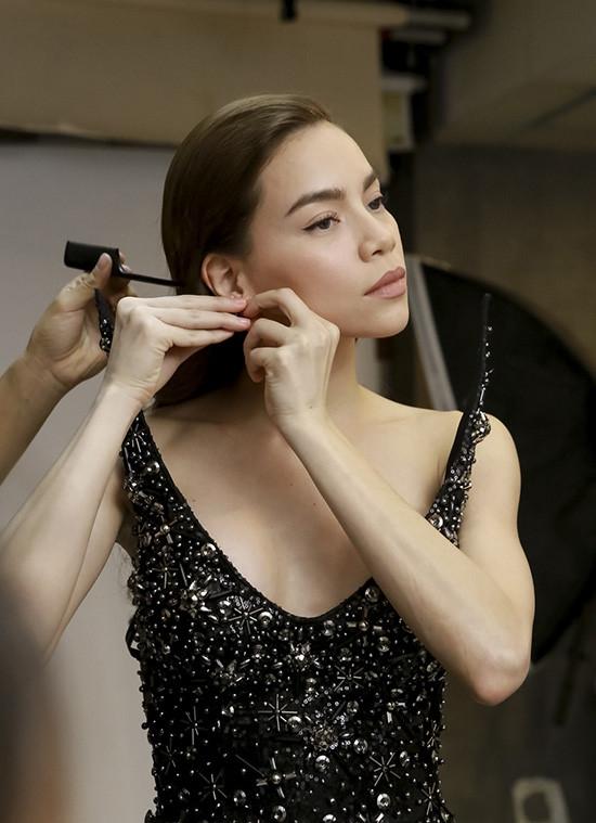 Nữ người mẫu dành nhiều lời khen có cánh cho huấn luyện viên của cô.