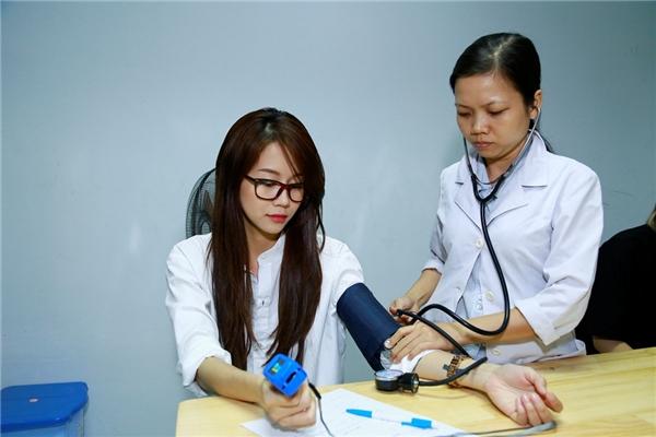 Trước khi bước lên sàn đấu, An Nguy được bác sĩ kiểm tra nhịp tim và đo huyết áp kĩlưỡng. Bất kì người chơi nào không đạt chuẩn cho phép tuyệt đối không được tham gia gameshow.