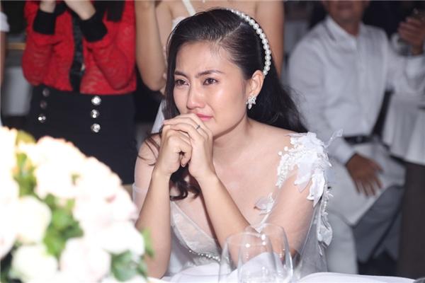 """Ngọc Lan """"sốc"""" đến bật khóc trước món quà bí mật của Thanh Bình - Tin sao Viet - Tin tuc sao Viet - Scandal sao Viet - Tin tuc cua Sao - Tin cua Sao"""
