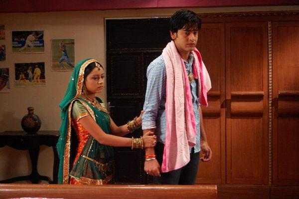 Jagdish đã yêu Gauri và phụ bạc người vợ của mình ởquê nhà.