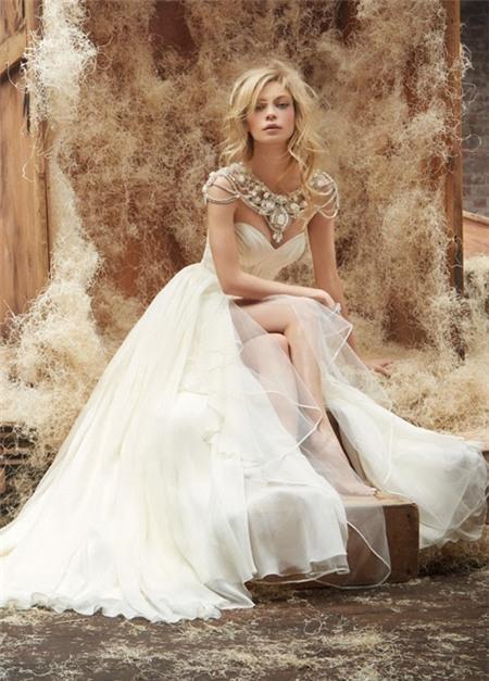 Lóa mắt trước cái đẹp khó cưỡng của những chiếc váy cưới xa hoa
