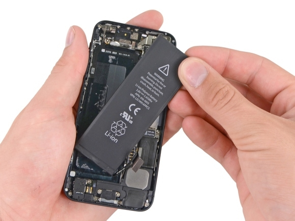 Pin chai cũng có thể khiến iPhone hoạt động kém hơn trước. (Ảnh: internet)