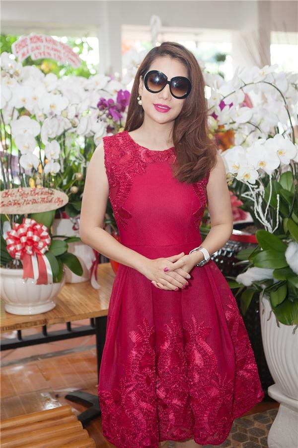 Nữ diễn viên Trương Ngọc Ánh cũng xuất hiện tại buổi khai trương hoành tráng. - Tin sao Viet - Tin tuc sao Viet - Scandal sao Viet - Tin tuc cua Sao - Tin cua Sao