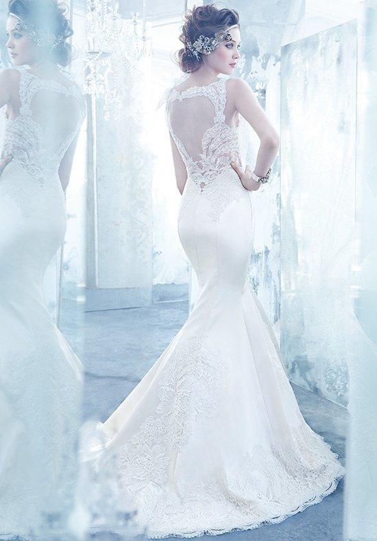 Trang nhã và tinh tế là những gì mà bạn sẽ được thấy ở một chiếc váy cưới ngọc trai.