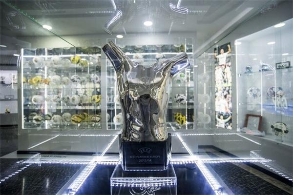 Ngoài danh hiệu quả bóng vàng thế giới thì Cris Ronaldo còn liên tục lọt vào top những cầu thủ xuất sắc nhất châu Âu do UEFA bình chọn. (Ảnh: internet)