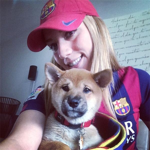 Nữ phi công này dù là fan cuồng của Barcelona nhưng vẫn tỏ ra cực kỳ mến mộ Ronaldo.
