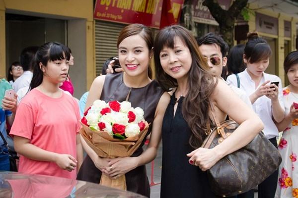 Đối diện scandal, bố mẹ Kỳ Duyên thua xa gia đình Hoàng Thùy Linh - Tin sao Viet - Tin tuc sao Viet - Scandal sao Viet - Tin tuc cua Sao - Tin cua Sao