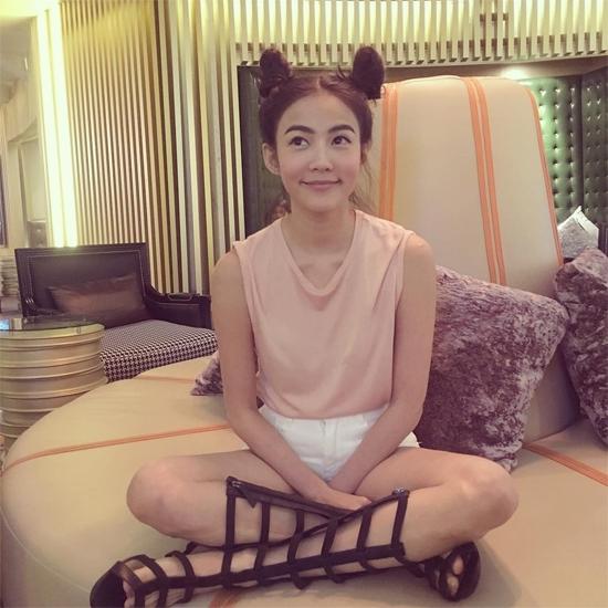 Các hot girl Thái Lan nhanh chóng nắm bắt xu hướng nóng hổi này.