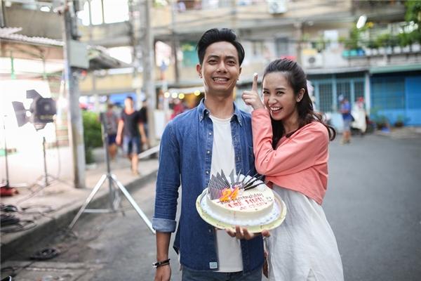 Trong phim Cho em gần anh thêm chút nữa, Đình Hiếu đóng cặp cùng cô nàng hotgirl Thái Lan đình đám Jun Vũ. Cả hai hứa hẹn tạo thành cặp đôi ngôn tình ấn tượng khiến các fan vô cùng mong chờ.