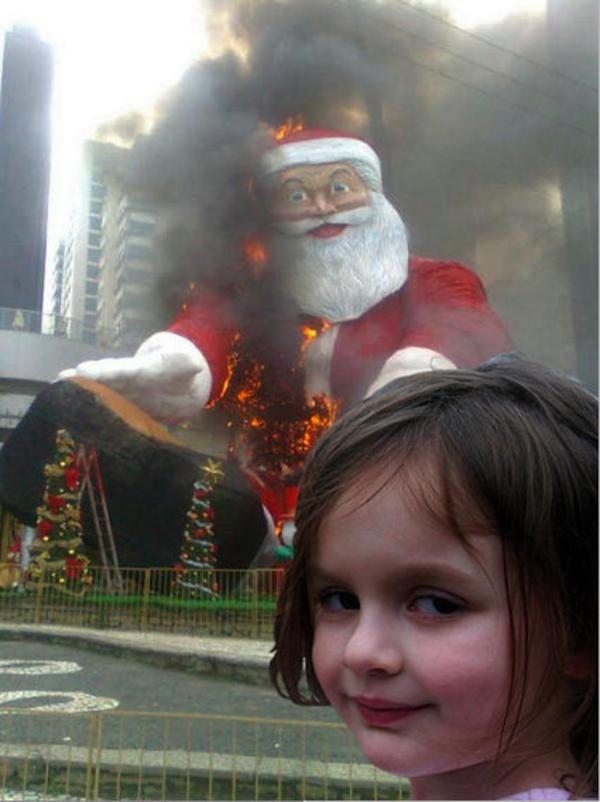 Cô bé thảm họa trong bức ảnh gây mưa gió mạng xã hội giờ ra sao?