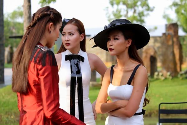 Chính vì vậy nên trong tập 5 The Face, Phạm Hương từng mắng té tát Diệp Linh Châu, dọa nạt sẽ loại thẳng tay cô nàng vì thái độ không nghiêm túc.