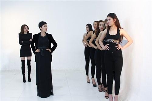 Bên cạnh đó, giữa thời đỉnh cao củaHồ Ngọc Hàvới vai trò người mẫu và hiện tại thì phong cách cũng như kĩ thuật catwalk cũng thay đổi nhiều.