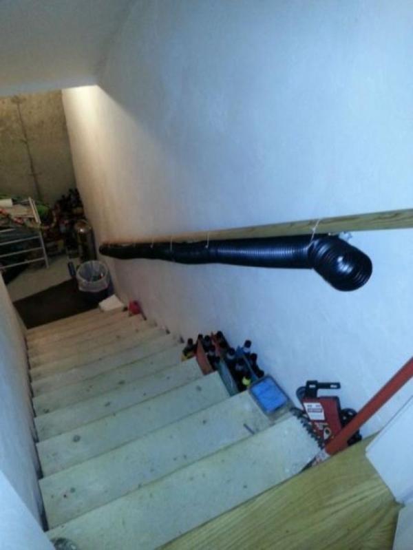 Ai mà rỗi hơi đi lên đi xuống cầu thang chỉ để vứt rác, đúng không nào?