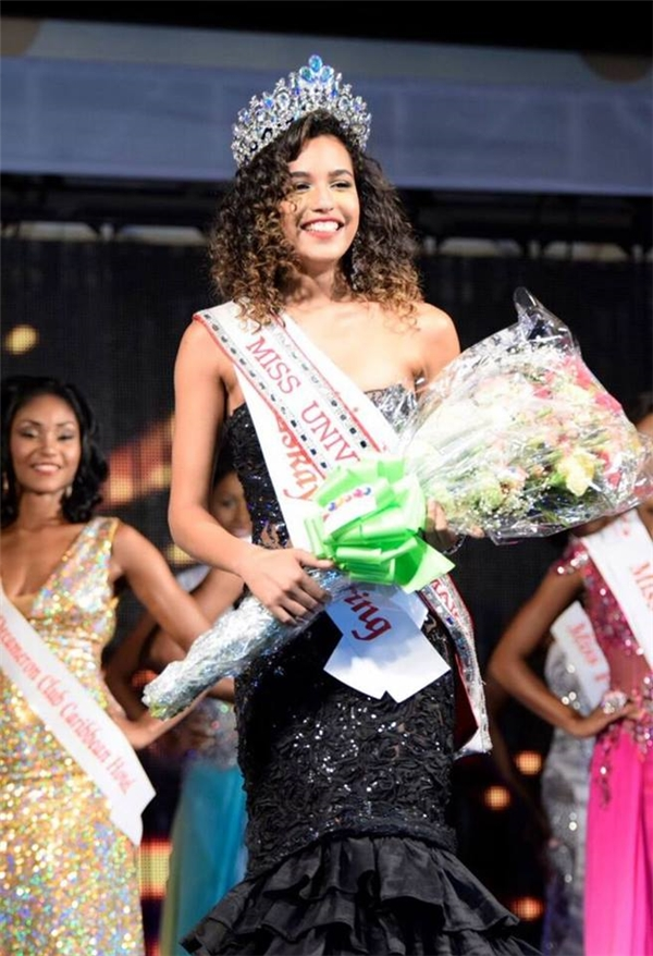 Sharlene Radleinđăng quang ngôi vị Hoa hậu Hoàn vũ Jamaica.