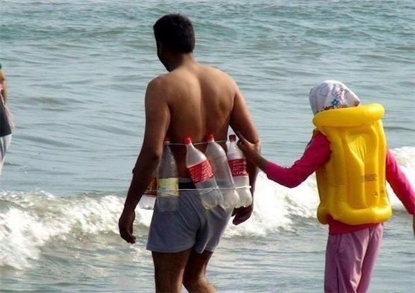 Anh muốn được cùng em về vùng biển vắng, mình đã có phao bơi từ chai nước.