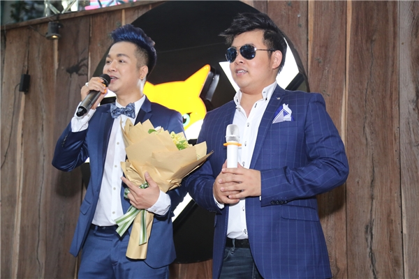Quang Lê và Quách Tuấn Du vốn là bạn bè thân thiết, họ theo đuổi cùng dòng nhạc nhưng khác phong cách nên không có sự cạnh tranh với nhau.