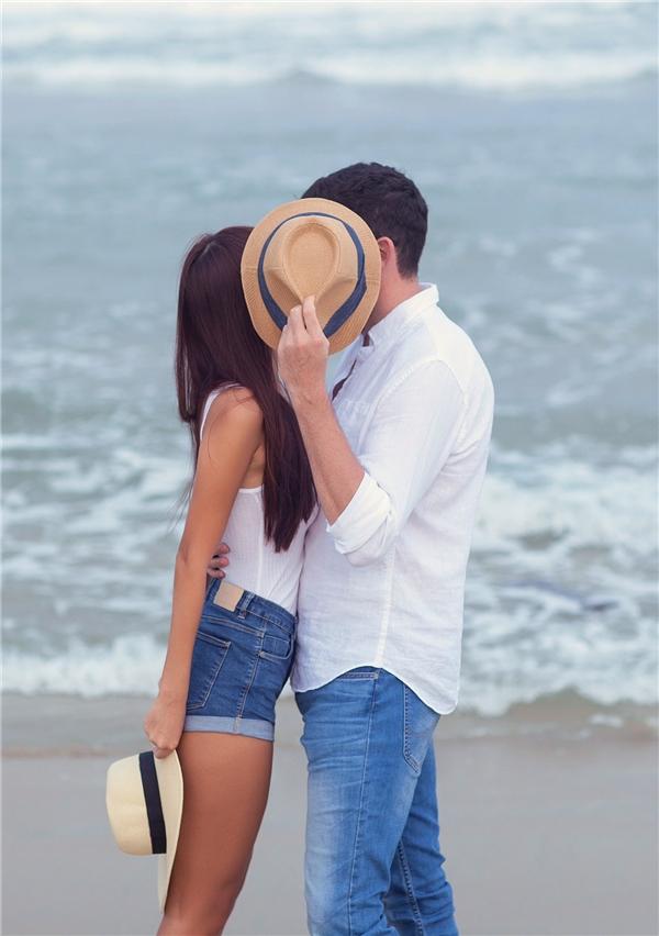 """Chia sẻ về đám cưới của mình,Hà Anh cho biết: """"Đó là niềm hạnh phúc xuất phát từ trái tim, khi mình yêu và được yêu. Chúng tôi quyết định kết hôn vì biết rằng đã tìm được nửa kia của mình nên không việc gì phải chờ đợi thêm"""". - Tin sao Viet - Tin tuc sao Viet - Scandal sao Viet - Tin tuc cua Sao - Tin cua Sao"""