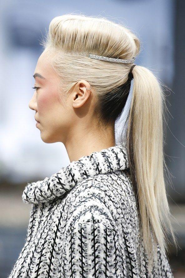Kiểu tóc lạ của người mẫu trong bộ sưu tập thời trang cao cấp Thu - Đông của Chanel.(Ảnh: Internet)
