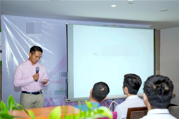 Buổi họp báo ra mắt web bán hàng mới.