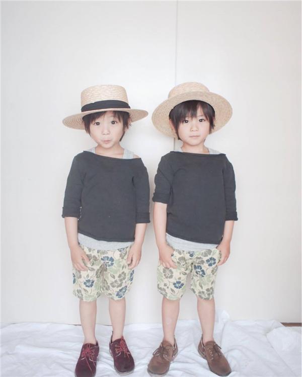 Phát sốt trước vẻ đẹp trai của hai anh em song sinh nhí 5 tuổi