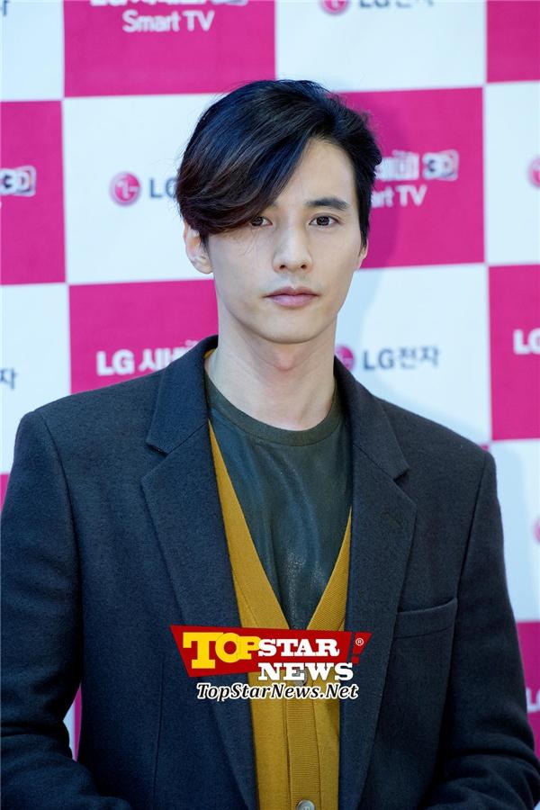 Fan tiếc nuối khi biết Won Bin bỏ vai đại úy Yoo của Song Joong Ki