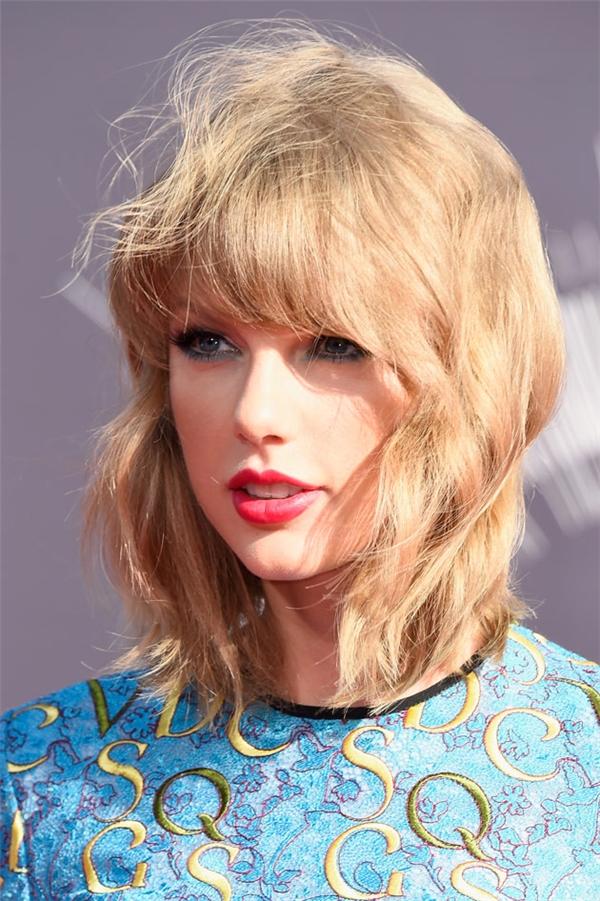 Với mái tóc ngắn, nữ ca sĩ gây ấn tượng tuyệt đối.