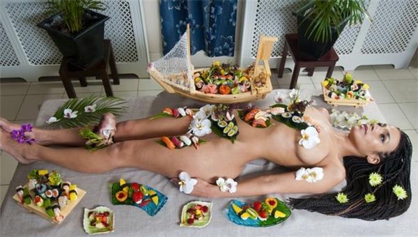 Sushi khỏa thân được coi là đỉnh cao nghệ thuật.