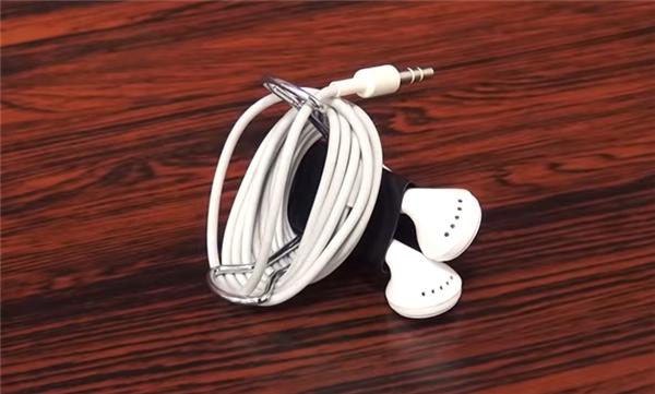 Bạn có thể sử dụng chiếc kẹp tài liệu tương tự với các loại dây cáp, tai nghe, v.v...