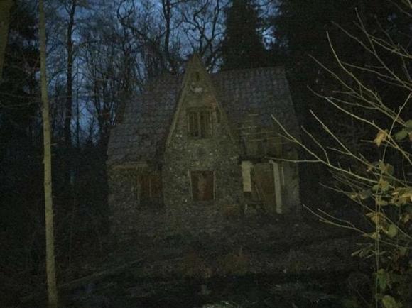 Tại sao không một ai dám bén mảng đến ngôi nhà này?