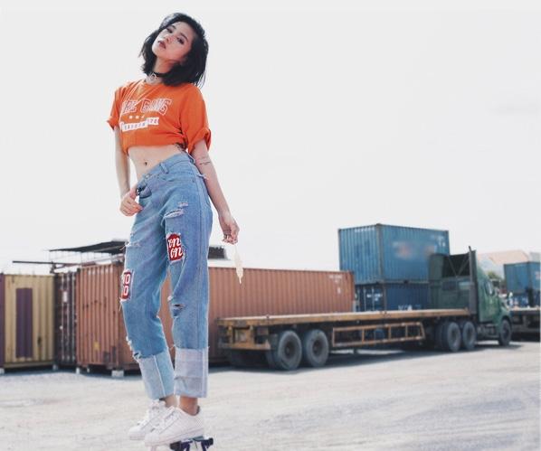 Dành riêngcho các cô nàng yêu thích sự rạng rỡtươi trẻ, quần ngố kết hợp áo crop-top tuy xưa nhưng chưa bao giờ là cũ.