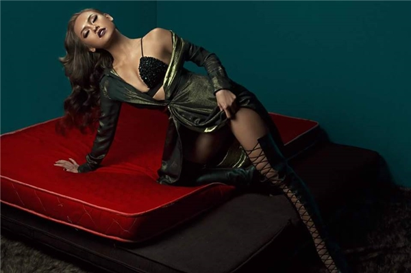 Hình ảnh mới nhất của Mai Ngô sẽ xuất hiện trên một tạp chí thời trang lớn.