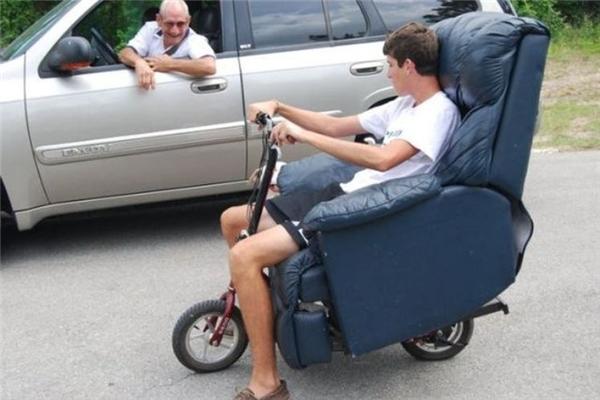 Có lái xe đạp thì cũng phải ngồi cơ mà, ý kiến gì.