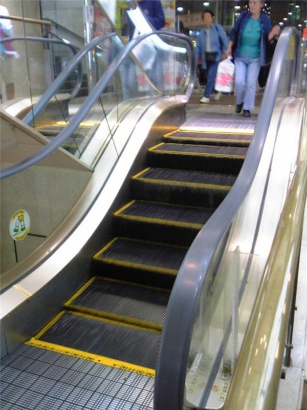 Dù có 4 bậc thang thì bước đi cũng mất công và tốn sức chứ đùa à.