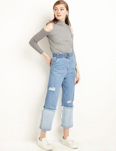 """Quần jeans ống suông kết hợp với sneaker trắnglà một sựlựa chọn hoàn hảo cho những cô nàng muốn thể hiện nét """"năng động một cáchnhẹ nhàng""""."""