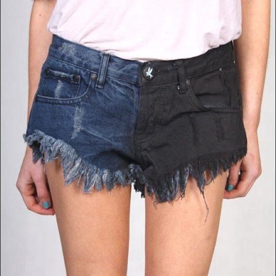 """Mùa hè này chắc hẳn không thể nào thiếu những chiếc quần short """"Katun"""", đặc biệt hơn là khi 2ống quần là 2 mảng màu tách biệt nhau cực kì sành điệu."""